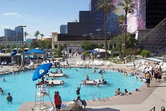 Piscine Luxor Hotel Las Vegas