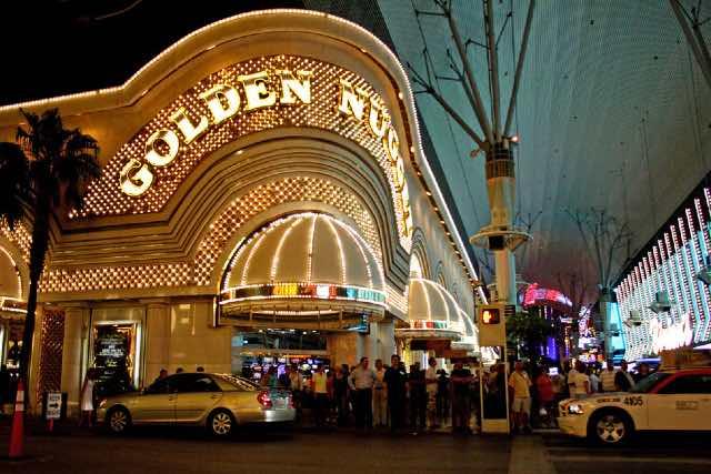 golden nugget las vegas visiter downtown 640427